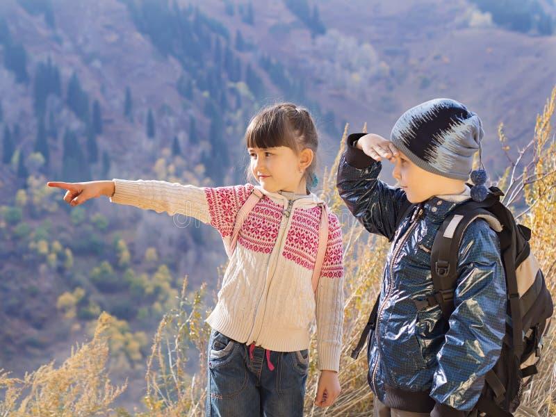 男孩和女孩画象  免版税库存图片