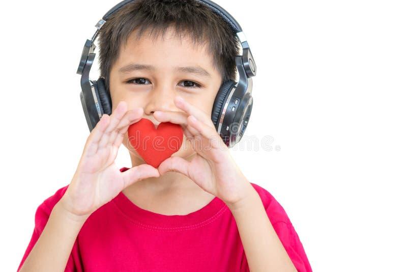 男孩和红色心脏 免版税库存图片