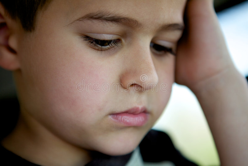 男孩哀伤的一点 库存照片