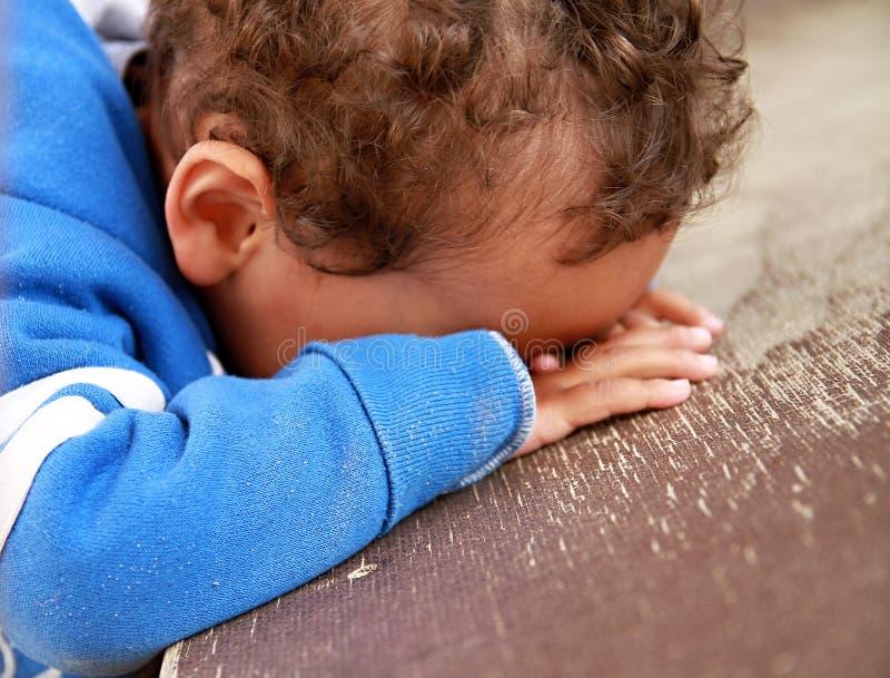 男孩哭泣的年轻人 库存照片