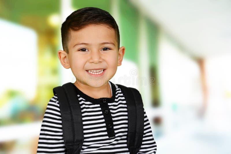 年轻男孩在学校 免版税库存图片