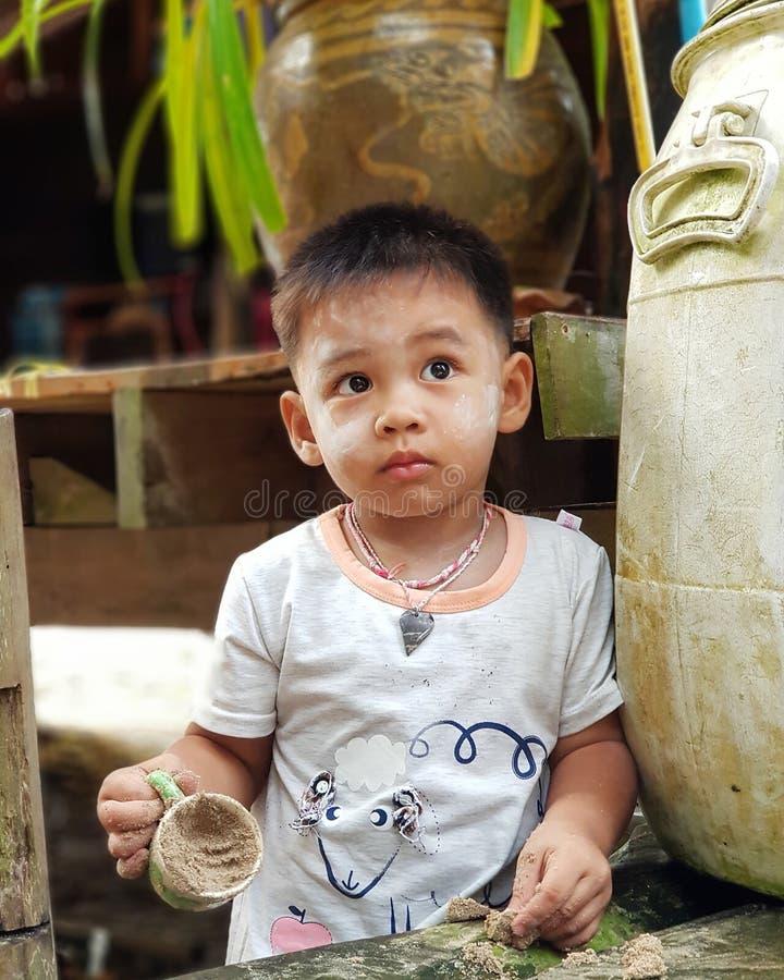 男孩在村庄 图库摄影