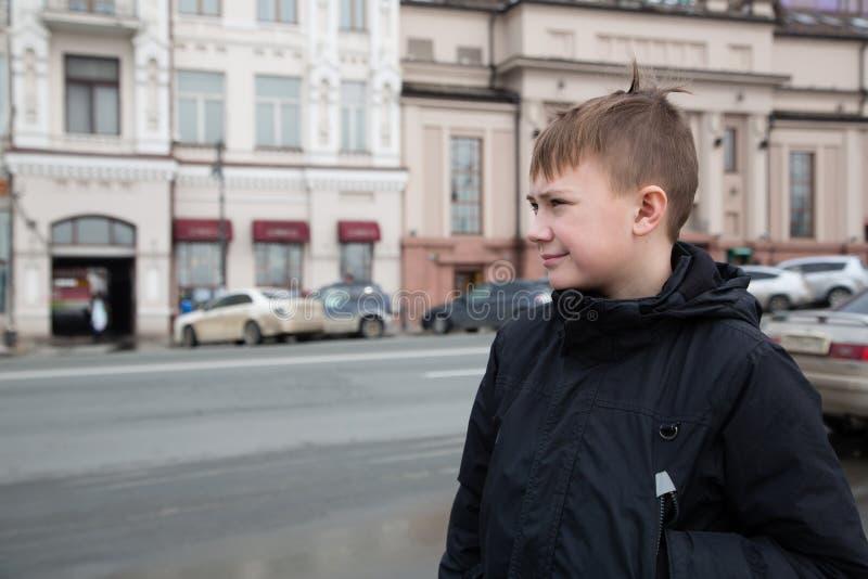 男孩在符拉迪沃斯托克市 库存照片