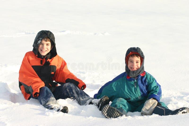 男孩外部使用的雪 免版税图库摄影