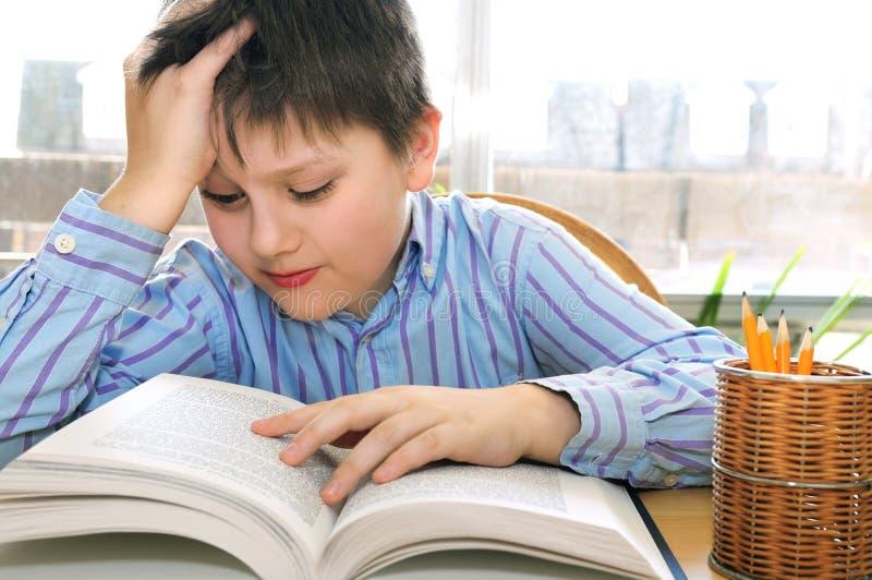 男孩学校学习 免版税库存照片