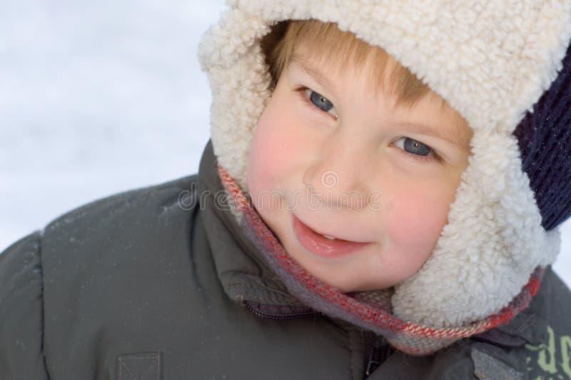 男孩少许纵向冬天 免版税库存图片
