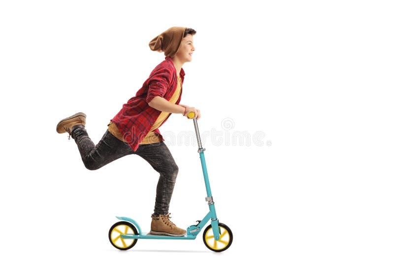 男孩愉快的骑马滑行车 库存图片