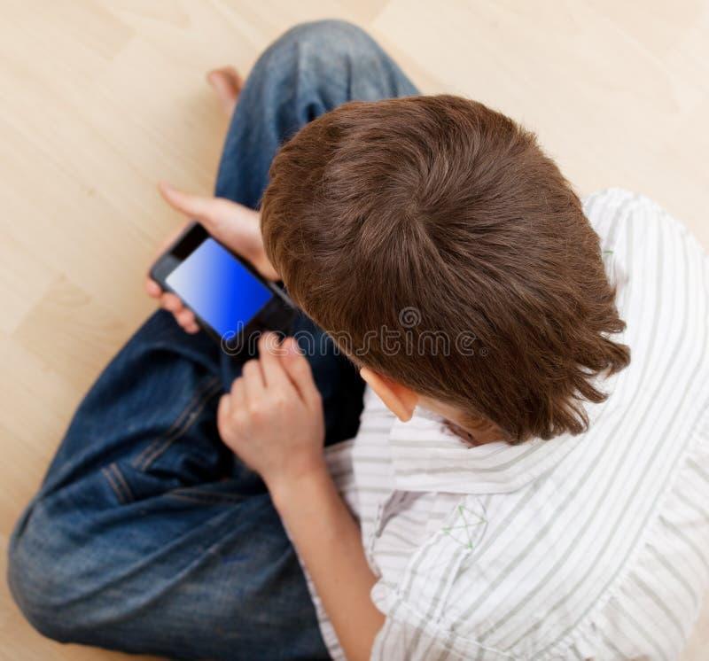 男孩戏剧巧妙的电话 免版税库存照片
