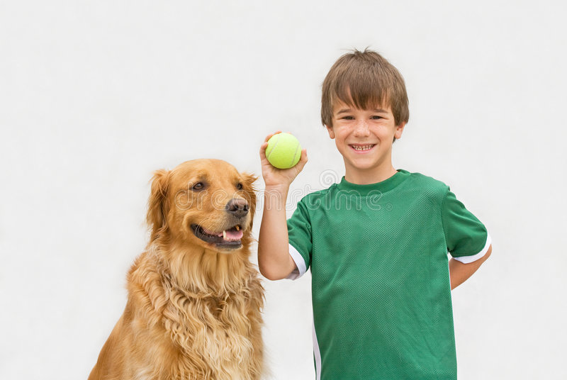 男孩抓住狗使用 图库摄影