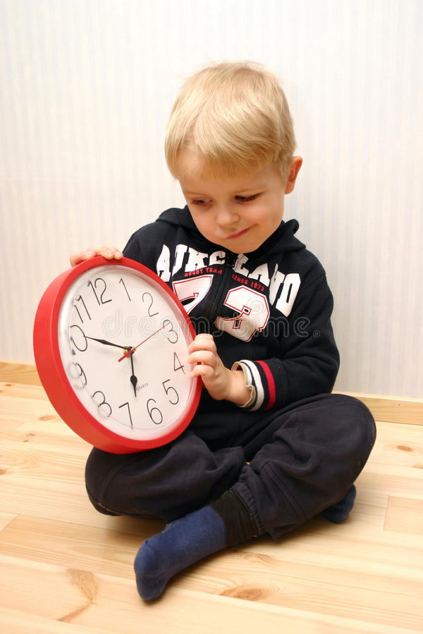 男孩时钟知道了解 图库摄影