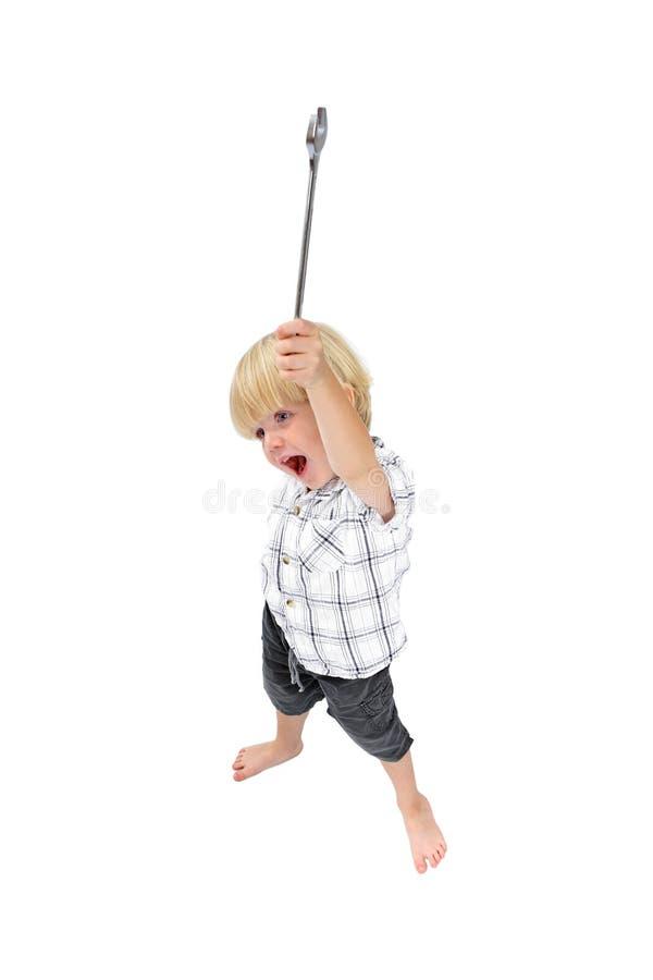 男孩查出大使用的射击扳手年轻人 免版税库存照片