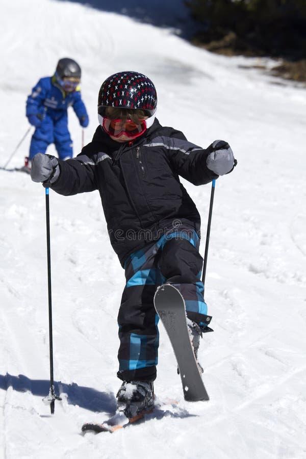 男孩滑雪年轻人 免版税库存照片