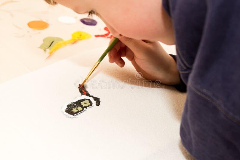 男孩猫绘画年轻人 免版税库存照片
