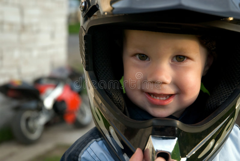 男孩盔甲一点 免版税库存照片
