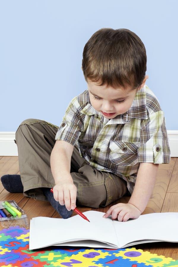 男孩着色一点 免版税库存照片
