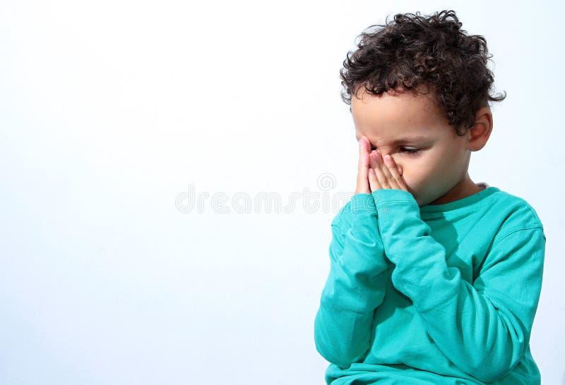 男孩祈祷的一点 图库摄影
