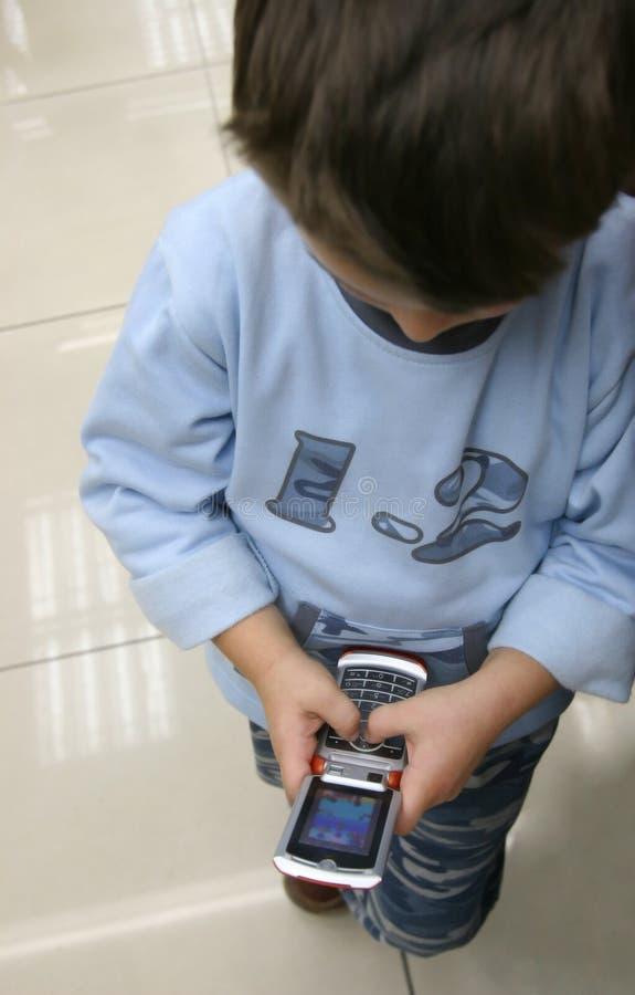 男孩移动电话使用 免版税库存图片