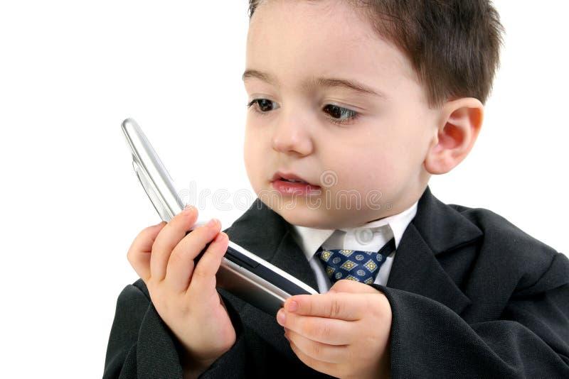 男孩移动电话连接数失去的小孩 免版税库存图片