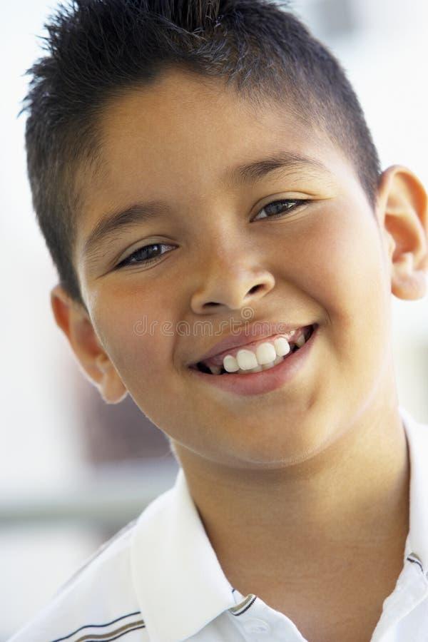 男孩纵向微笑 库存图片