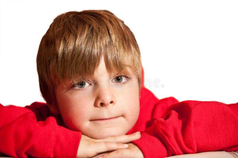 男孩英俊的hoodie纵向红色佩带的年轻人 免版税库存图片
