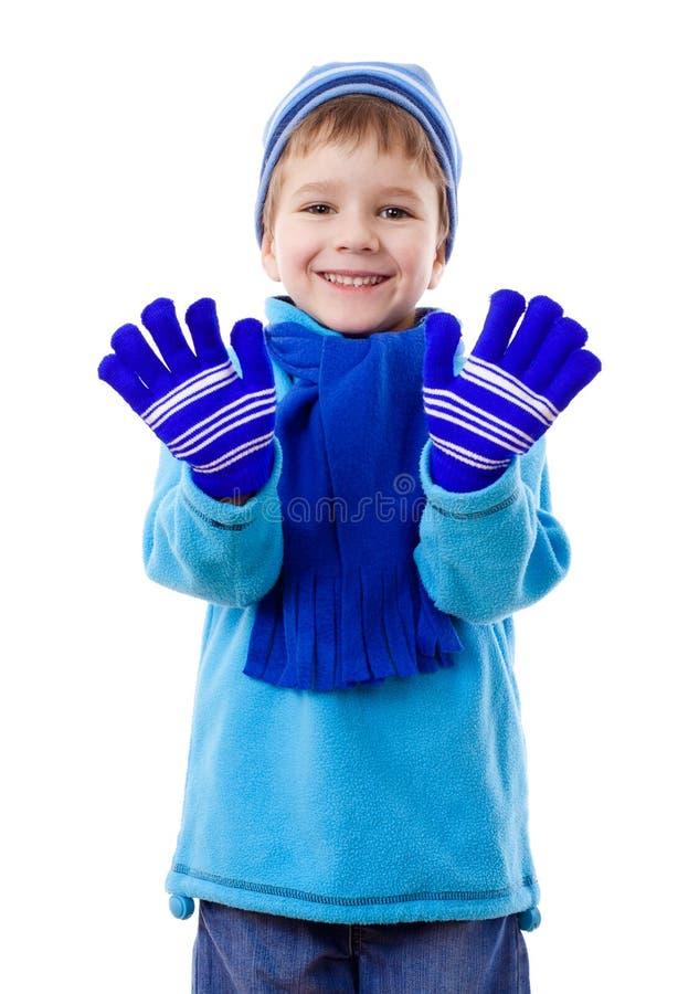 男孩衣裳微笑的冬天 免版税库存照片