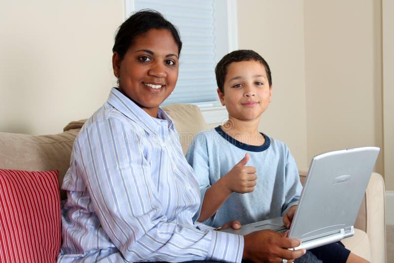 男孩计算机妇女 库存图片