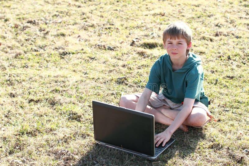 男孩计算机开会 免版税库存图片