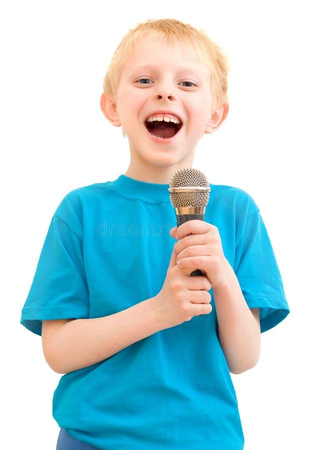男孩话筒唱歌 免版税库存照片