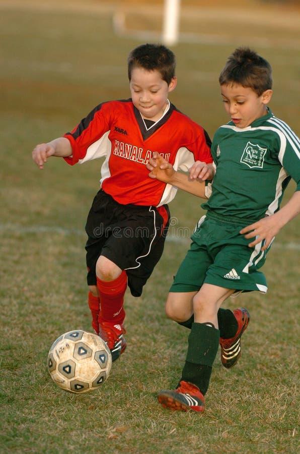 男孩足球赛行动 库存图片