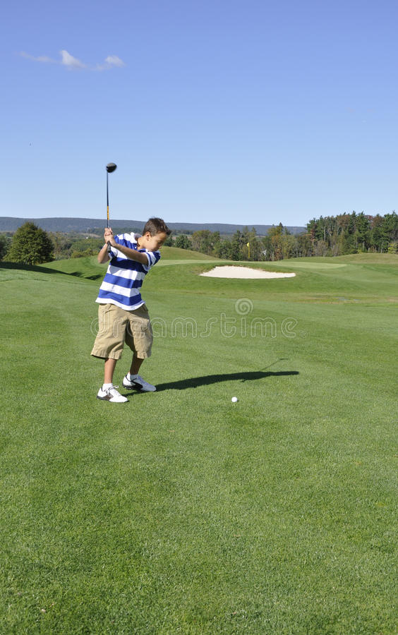 男孩路线高尔夫球年轻人 免版税图库摄影