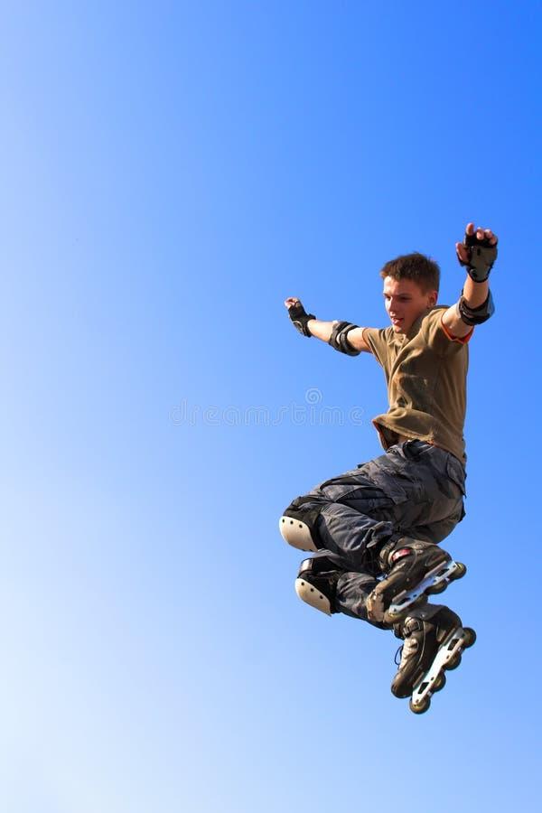 男孩跳的parape路辗 免版税库存图片