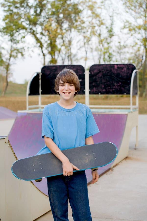 男孩踩滑板少年 库存图片