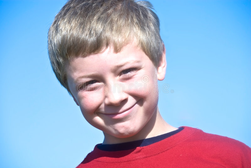 男孩逗人喜爱微笑 库存图片