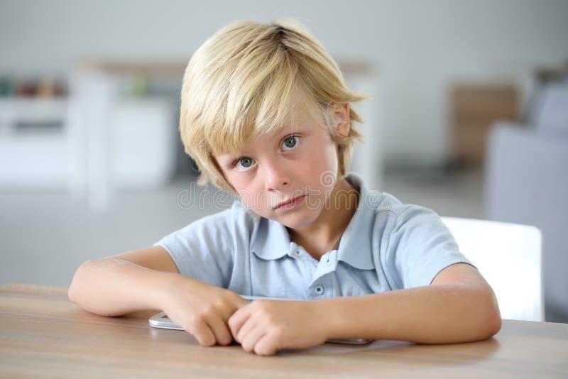 男孩逗人喜爱的小的纵向 库存照片