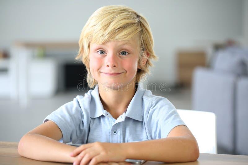 男孩逗人喜爱的小的纵向 库存图片