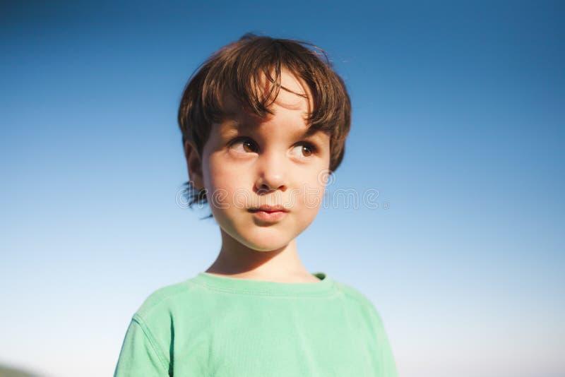 男孩逗人喜爱的纵向 图库摄影