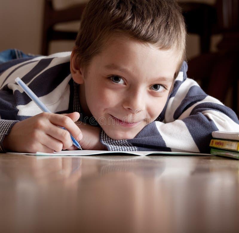 男孩难倒课程位于 库存照片