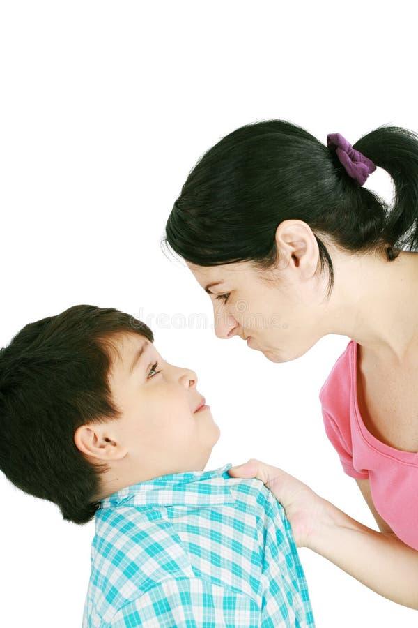 男孩面对他的母亲 库存照片