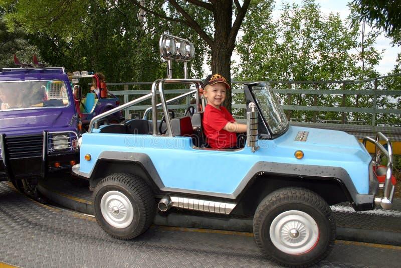 男孩驾车玩具 库存照片