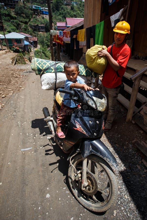 男孩骑马摩托车Falam,缅甸(缅甸) 免版税库存图片
