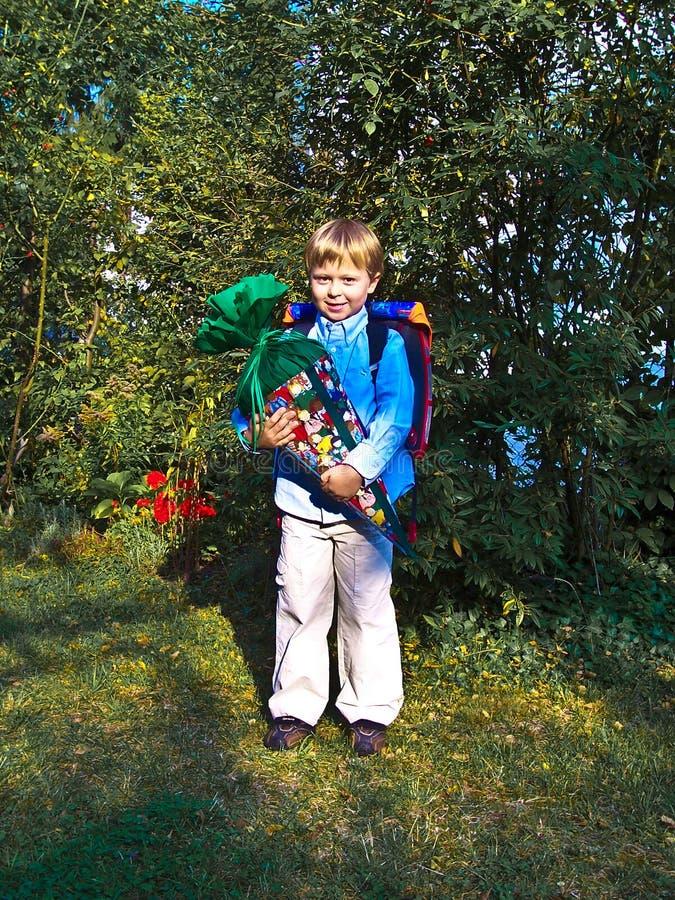 男孩他的第一天在学校 库存图片