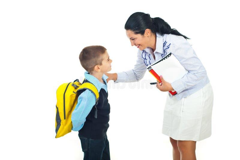 男小学生联系的教师 免版税图库摄影