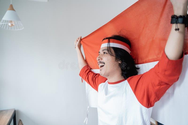 男性举行的印度尼西亚旗子 爱国民族主义概念 库存照片