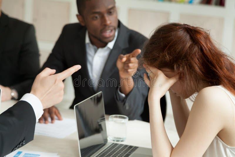 男性同事胁迫的女工 库存照片