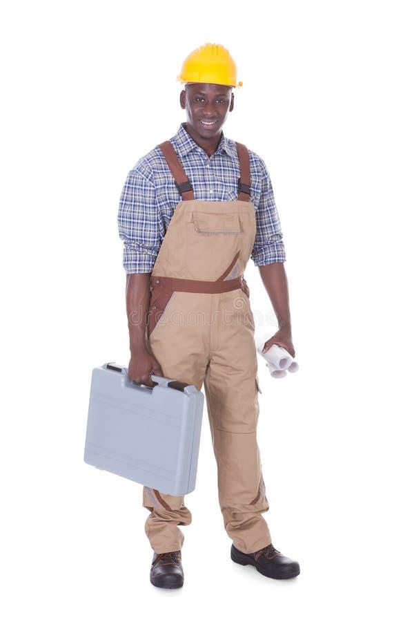 男性工作者运载的工具箱 免版税图库摄影