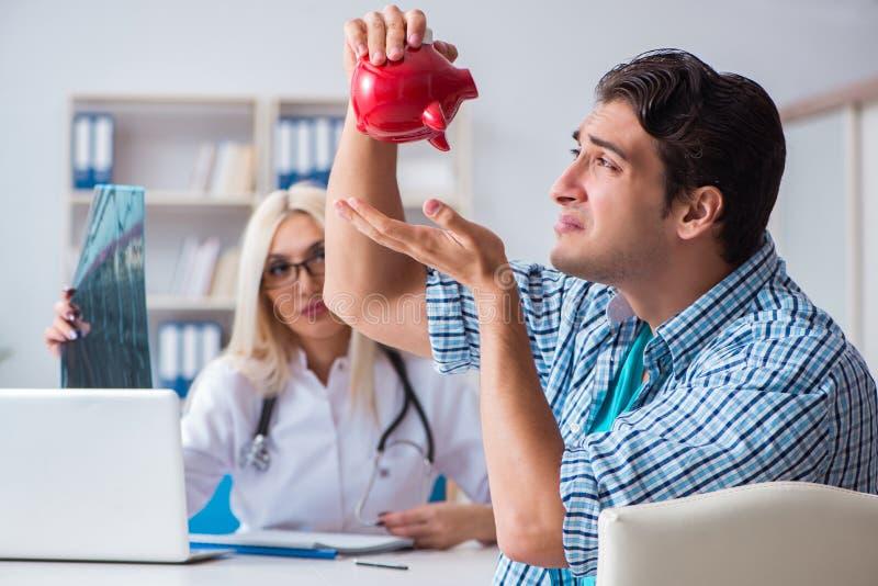 男性耐心恼怒对昂贵的医疗保健法案 库存图片
