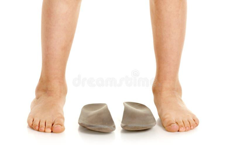 男性腿和皮鞋的内底 库存照片