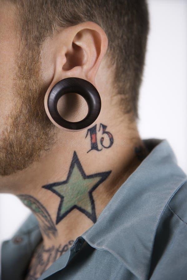 男性贯穿的纹身花刺 免版税库存照片