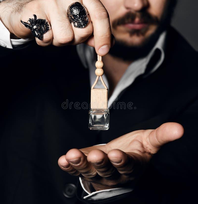 男性阻止瓶香水 香水或科隆香水瓶和香料厂,化妆用品 免版税图库摄影