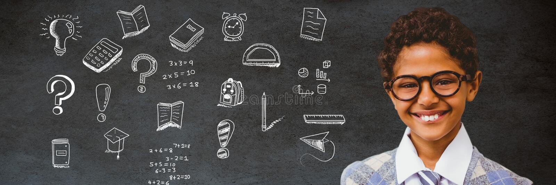 男生和教育图画在黑板学校的 免版税库存图片